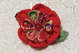 でんぷん糊で作る つまみ細工のお花コサージュ